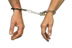 H?nde eines Mannes und der Frau mit Handschellen gefesselt auf einem wei?en Hintergrund lizenzfreies stockfoto