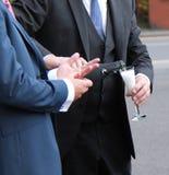 Hände, Gläser, Flöte, Flasche Lizenzfreies Stockfoto