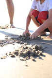 Hände im Sand Lizenzfreies Stockfoto