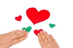 Hände kombinieren die roten und grünen Inneren Lizenzfreie Stockfotos