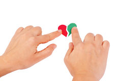 Hände kombinieren die roten und grünen Inneren Stockbild