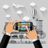 Hände macht ein Bild in der Straße mit Smartphone Lizenzfreies Stockbild