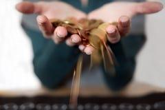 Hände mit Änderung Lizenzfreie Stockfotografie