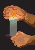 Hände mit einer brennenden Kerze Stockfoto