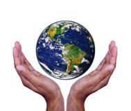 Hände mit Erde Lizenzfreie Stockfotografie