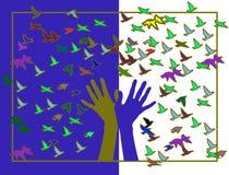 Hände mit farbigen Vögeln Lizenzfreies Stockfoto