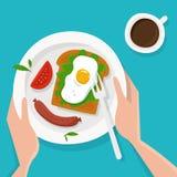 Hände mit Frühstück mit Kaffee Stockfotografie