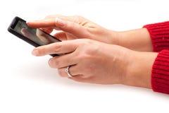 Hände mit Telefon Stockfoto