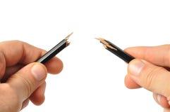 Hände mit unterbrochenem Bleistift Stockfoto