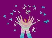 Hände mit Vogel in der Farbe Stockbild