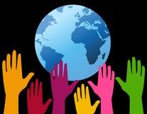 Hände oben für die Planet Erde Stockfotos