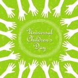 Hände um den Text, Tag der Universalkinder Stockfotos