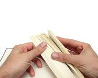 Hände und Buch Stockfoto