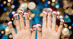 Hände und Finger in Sankt-Hüten am Weihnachten Lizenzfreies Stockbild