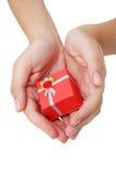 Hände und Geschenk stockfotografie