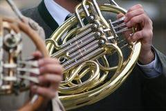 Hände und Instrumente Stockfoto