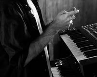 Hände und Klavier Lizenzfreie Stockfotografie