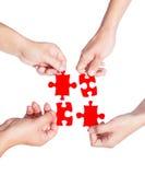 Hände und Puzzlespiel Lizenzfreies Stockbild