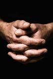 Hände von ältere Personen bemannen ` s Palmen zusammen, Gedanke über Probleme Stockfoto