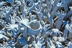 Hände von der Hölle, Kunst bei Wat Rong Khun, Thailand stockbild