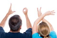 Hände, welche die Wortliebe bilden stockbild