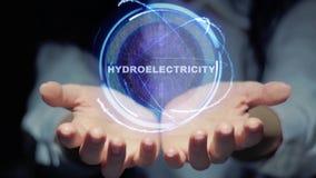Hände zeigen runde Hologramm Hydroelektrizität stock video footage