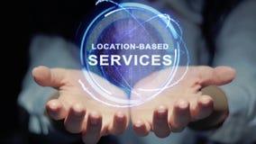 Hände zeigen rundem Hologramm Standort-ansässige Dienstleistungen stock video