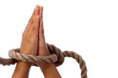 Hände zusammen im Gebet Stockfotos