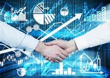 Händedruck über dem digitalen Schirm mit Diagrammen und Diagrammen Lizenzfreie Stockfotografie