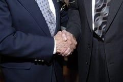 Händedruck der Männer Stockbild
