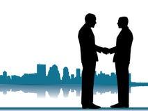 Händedruck eines Geschäftsabkommens mit Stadt-Skylinen Stockbild
