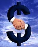 Händedruck mit Geld-Zeichen stockbild