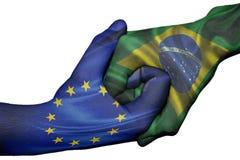 Händedruck zwischen Europäischer Gemeinschaft und Brasilien lizenzfreies stockbild