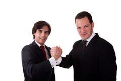 Händedruck zwischen zwei smilling Geschäftsmännern Stockfotos