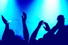 Händeklatschen an einem Konzert lizenzfreie stockfotografie