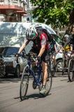 Händelsecykeldagen Cyklister, vuxna människor och barn, deras stående arkivfoto