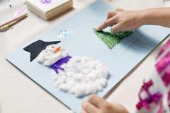 Händer av årigt göra för flicka 10 jul tillverkar Fotografering för Bildbyråer