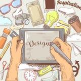 Händer av den grafiska formgivaren med nålen och minnestavlan Hand dragit kreativitetbegrepp stock illustrationer