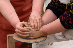 Händer av en keramiker, Royaltyfria Foton