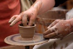 Händer av en keramiker, Royaltyfri Fotografi