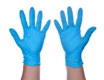 Händer av en läkare bärande handskar för en blåttlatex Fotografering för Bildbyråer