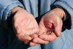 Händer av en tiggare Arkivfoto