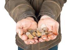Händer av en tiggare med mynt Arkivfoto