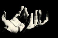 Händer av mannen Arkivbilder