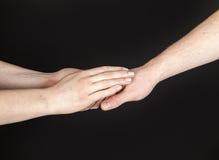 Händer av två personer som trycker på slappt royaltyfri bild