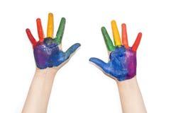 Händer för barn` s målade med färgrik målarfärg Royaltyfri Foto