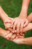 Händer för ett grupp människorinnehav Royaltyfri Fotografi