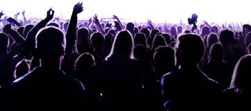 Händer för nattklubbkonturfolkmassa på konfettier ångar upp etappen royaltyfri fotografi
