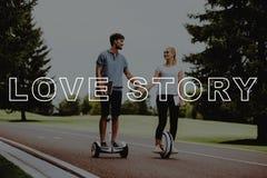 Händer för ungdomarhåll Par Love Story arkivbilder