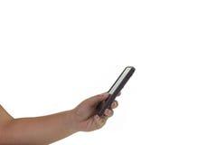 Händer genom att använda hennes mobiltelefon Arkivbild